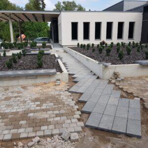 Betoonplaadi ja graniitplaadi paigaldus Elva Keskväljak 2019. Tellija RTS Infra